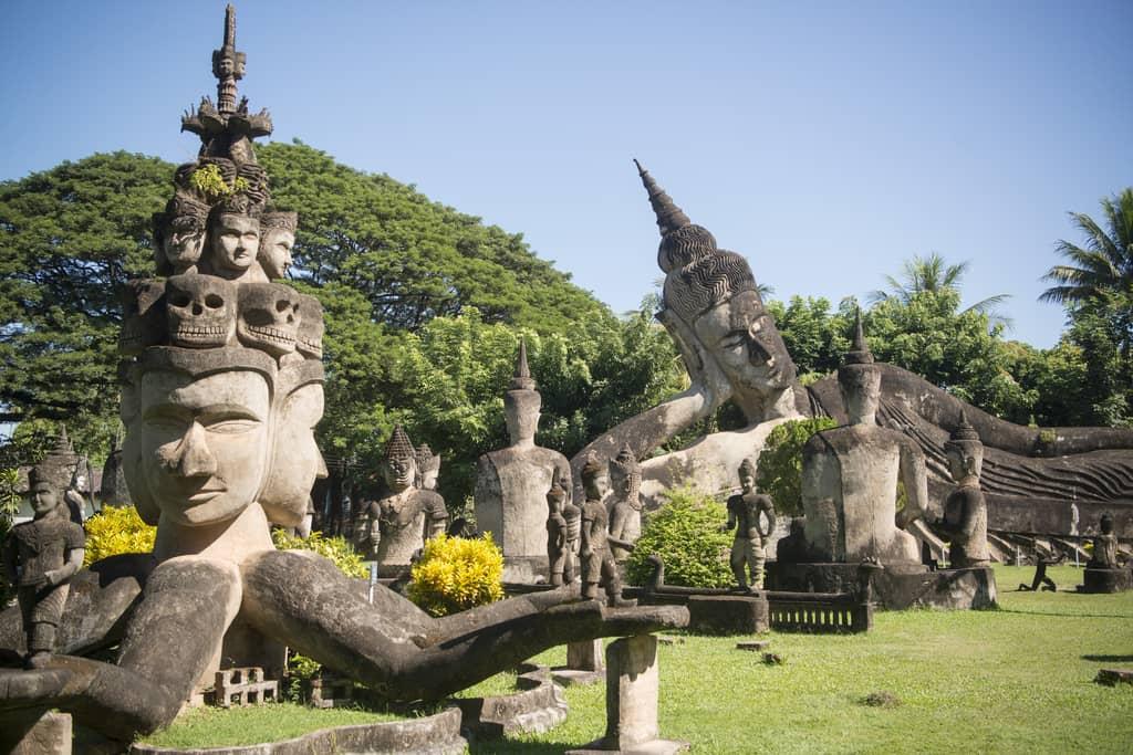 10-xieng-khuan-buddha-park
