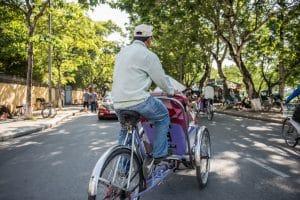 Mit einer Rikscha fahren ist in Vietnam ein tolles Transportmittel